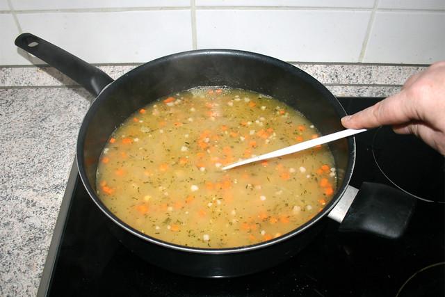 18 - Stir & bring to a boil / Verrühren & aufkochen lasse