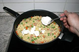 23 - Add cream cheese / Frischkäse dazu geben