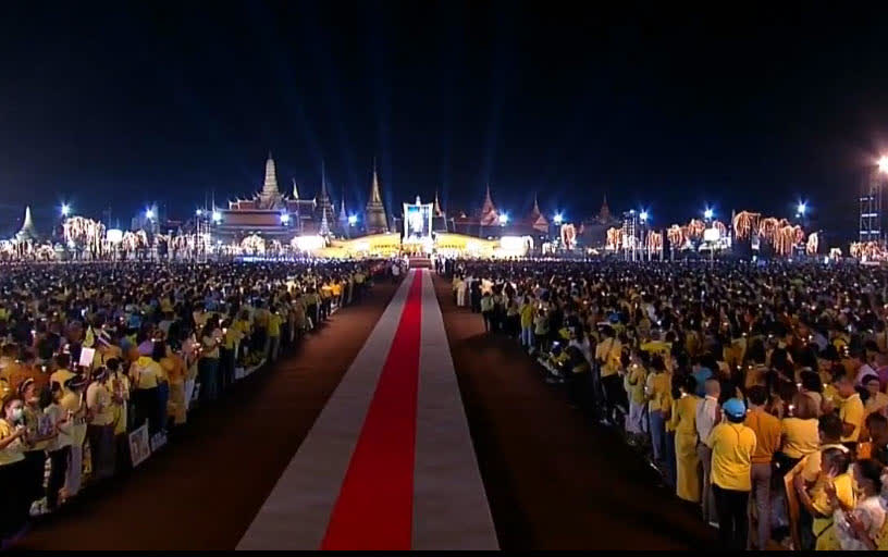 พิธีจุดเทียนน้อมรำลึกในหลวง ร.9 ท้องสนามหลวง | ประชาไท Prachatai.com