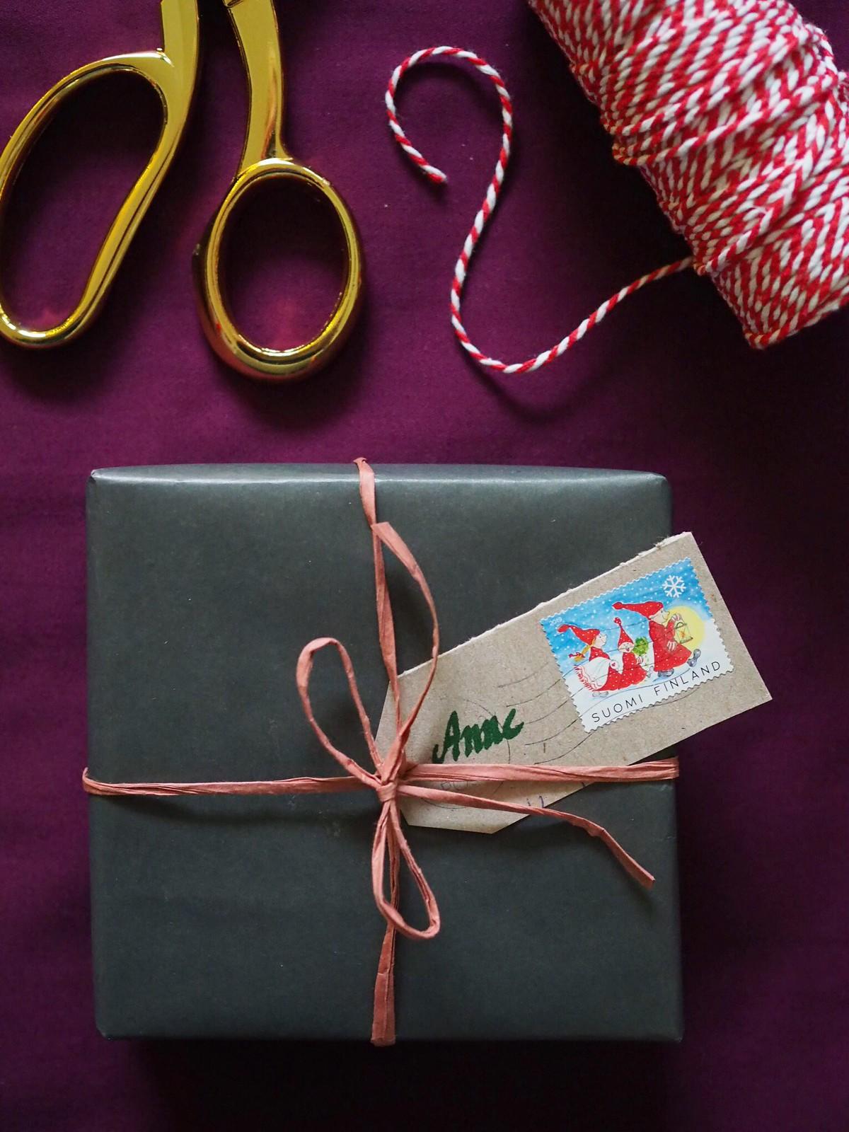 pakettikortti-askartelu-postimerkistä