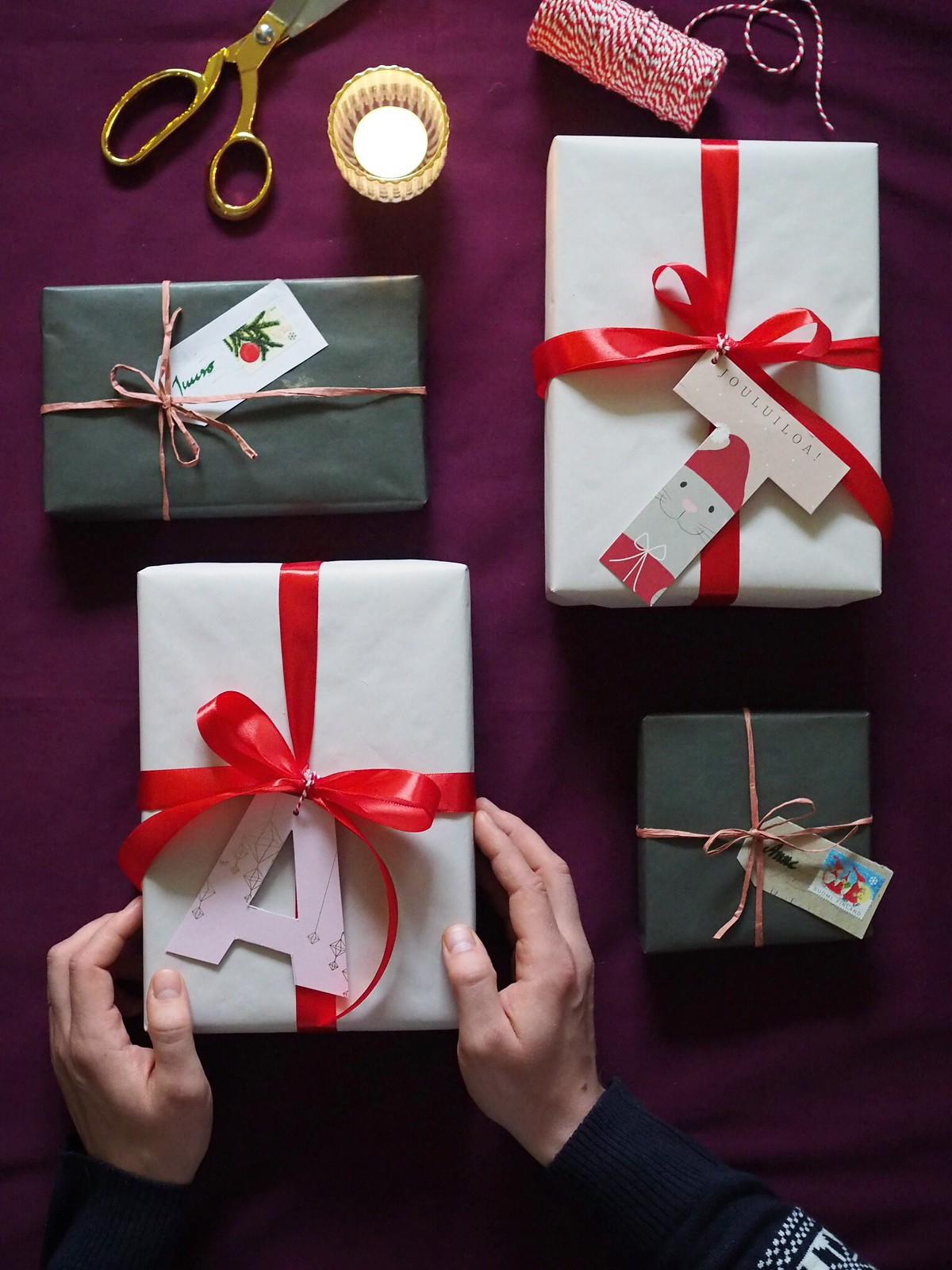 askartelua-vanhoista-joulukorteista