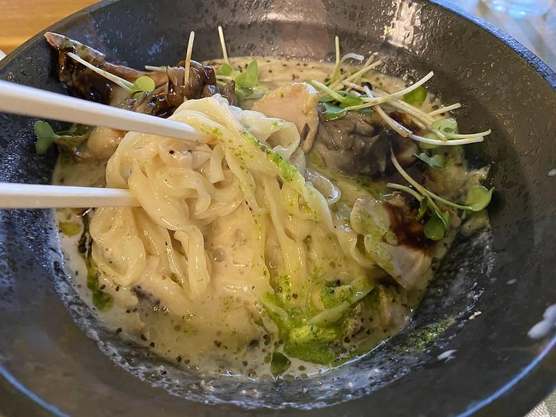 麺ビストロNAKANO_きのこポタージュ麺04