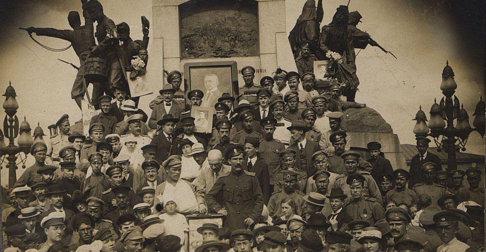 Июнь. Митинг за наступление на фронте, организованный кадетской партией. Москва