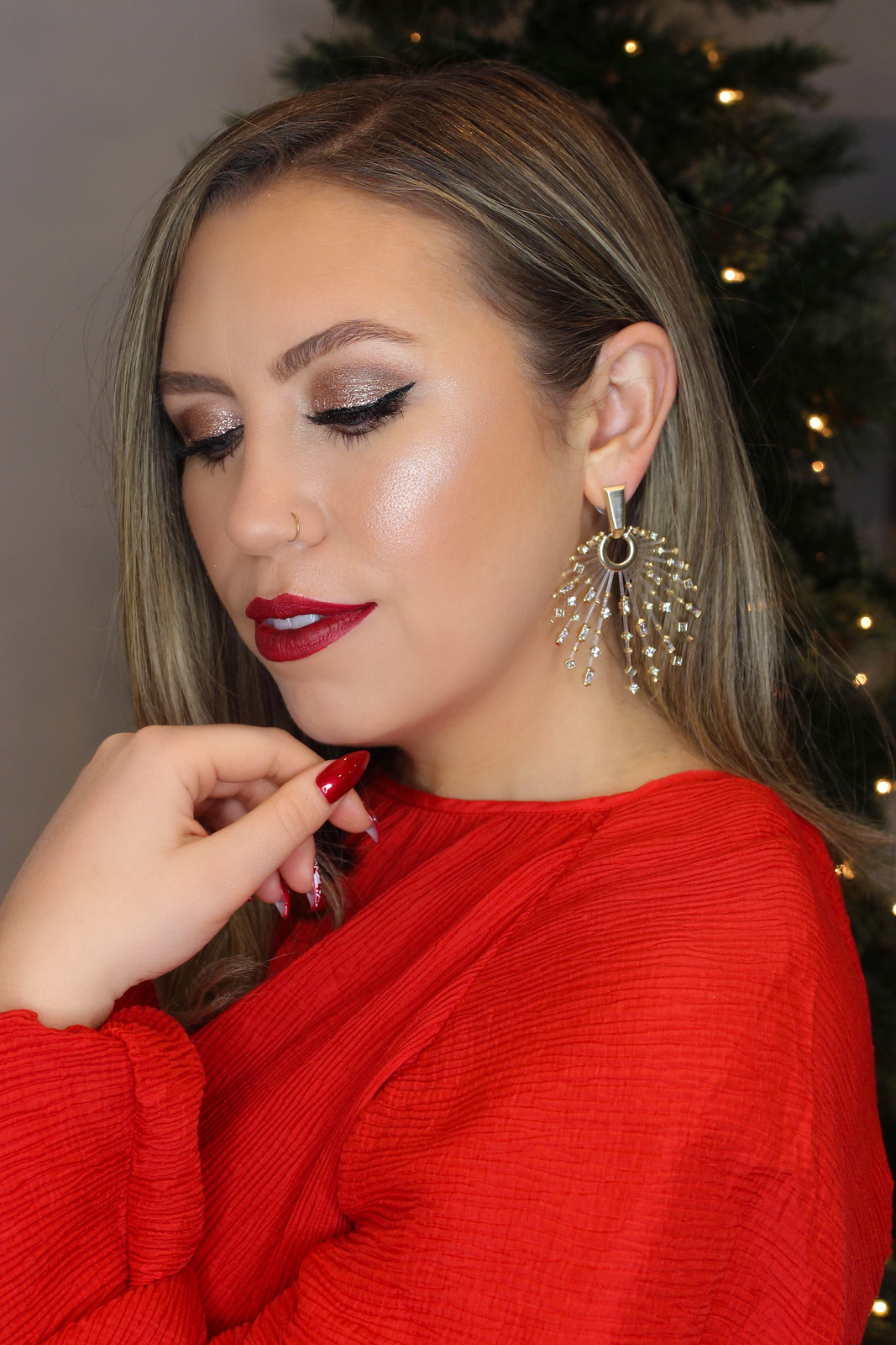 Holiday Makeup Monday Tutorial: Glimmer Eyes & Red Lips | Winged Eyeliner | Shimmer Glitter Eyeshadow | Deep Red Lipstick | Christmas Makeup Looks