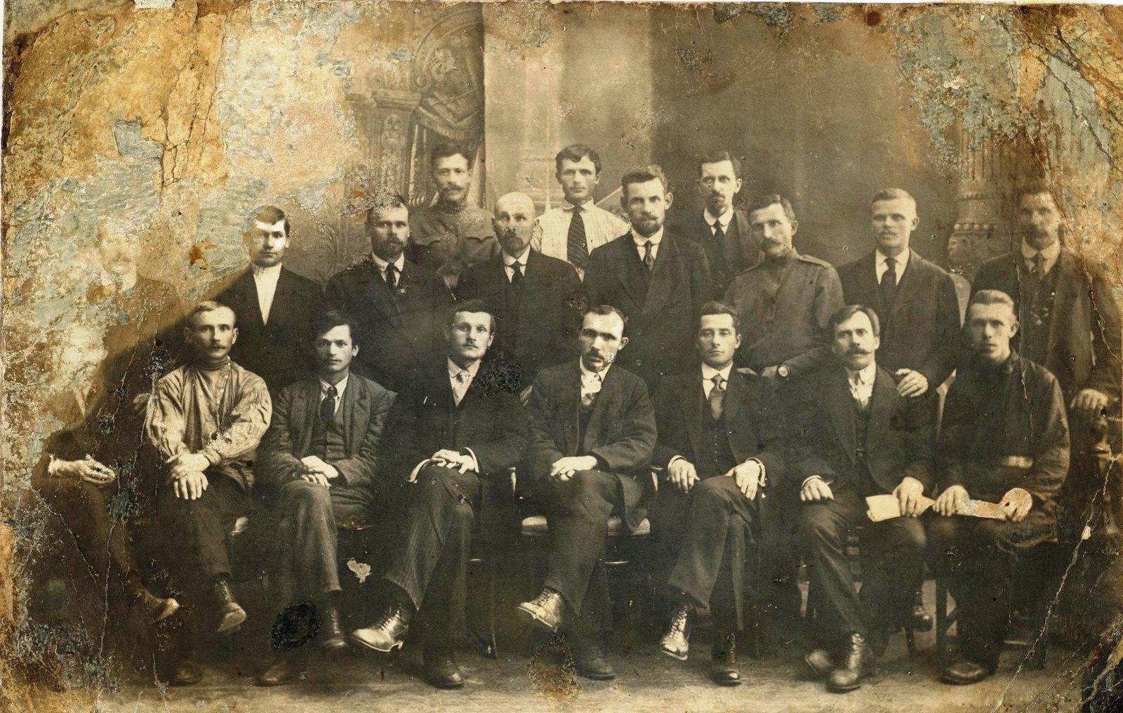 Июнь. Члены первого фабричного комитета Путиловского завода