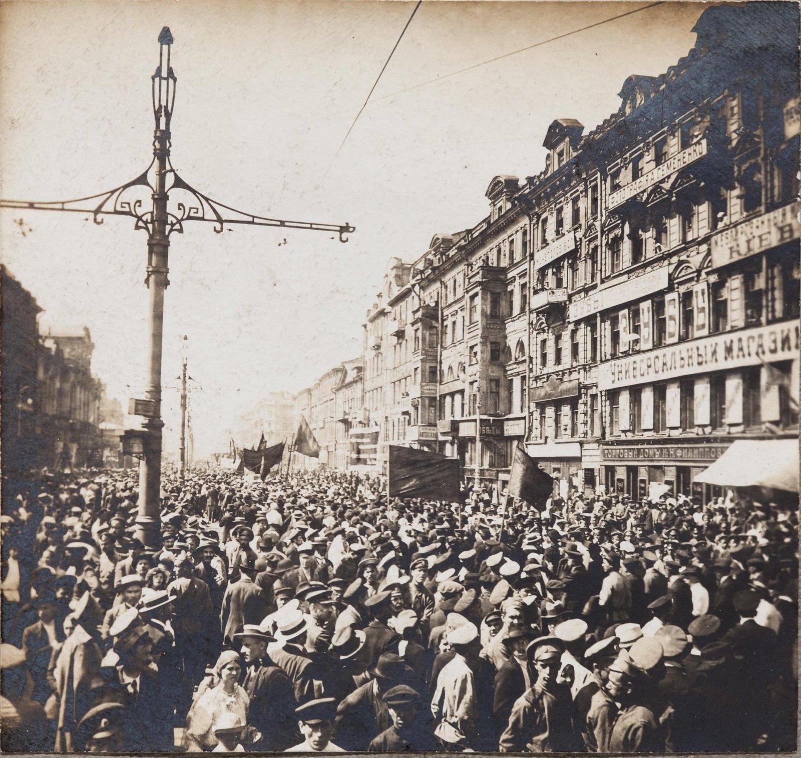 18 июня. Демонстрация рабочих и солдат на Невском проспекте против Временного правительства