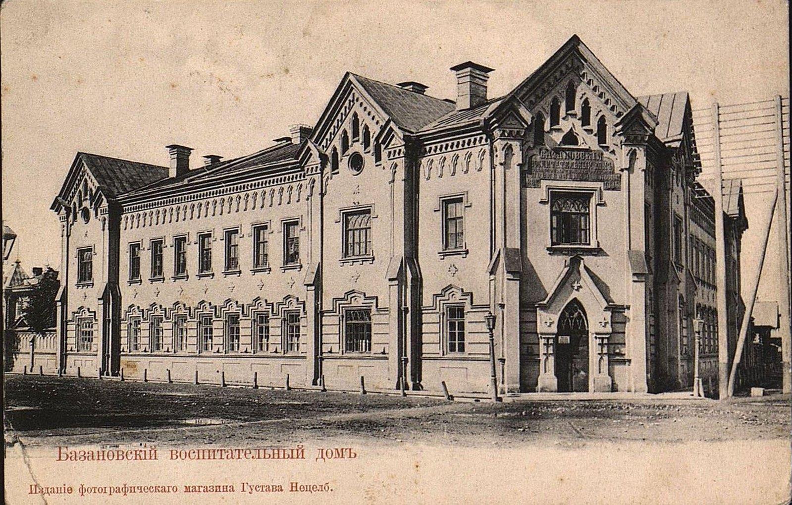 На углу Амурской и Баснинской улиц.  Базановский воспитательный дом.
