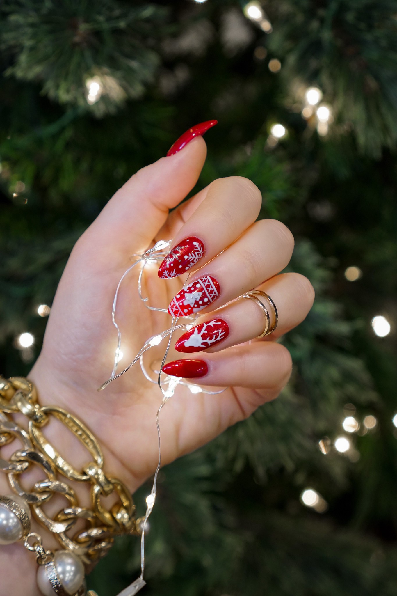 Red Christmas Sweater Nails | Holiday Manicures | Holiday Nails | Cutest Christmas Sweater Nails | Snowflake Nails | Reindeer Nail Art | Christmas Nail Ideas | December Nails | Christmas Lights