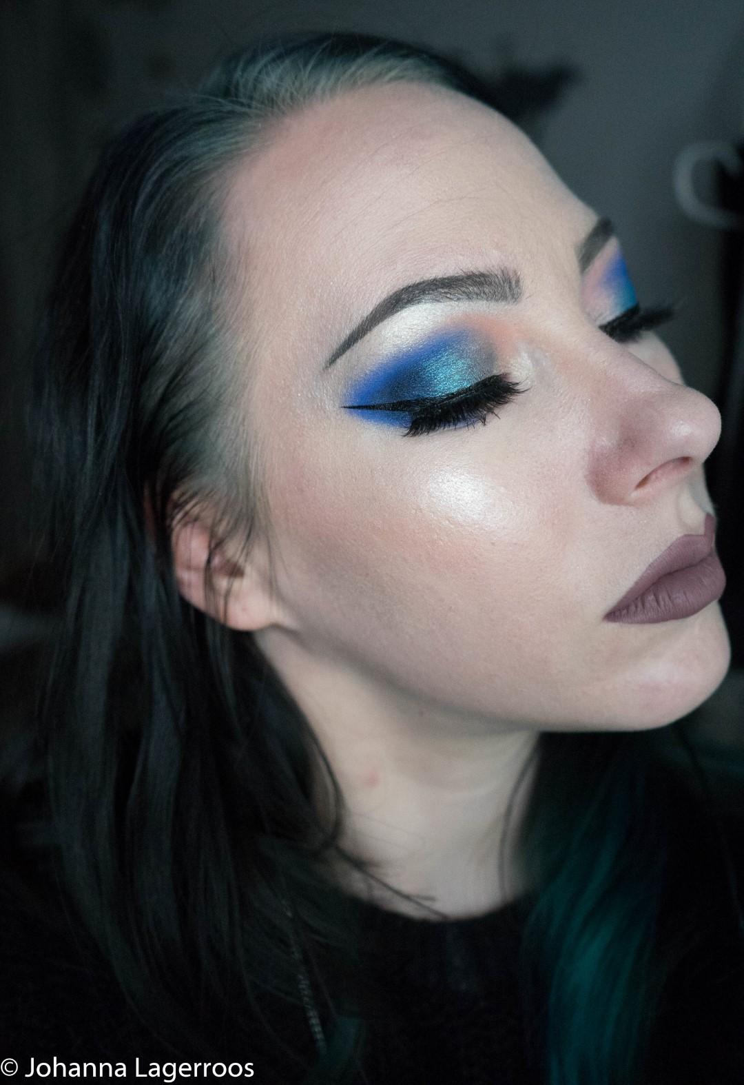blue eyelook