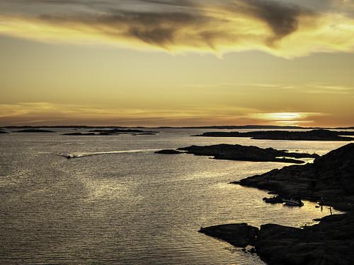 europe hasselblad kullavik kullavikshamn scandinavia sweden archipelago coast coastal image landscape marina orange photo sunset water f63 mabrycampbell july 2018 july252018 20180725swedencampbellb0001999 80mm ¹⁄₁₆₀sec iso100 hc80 fav10