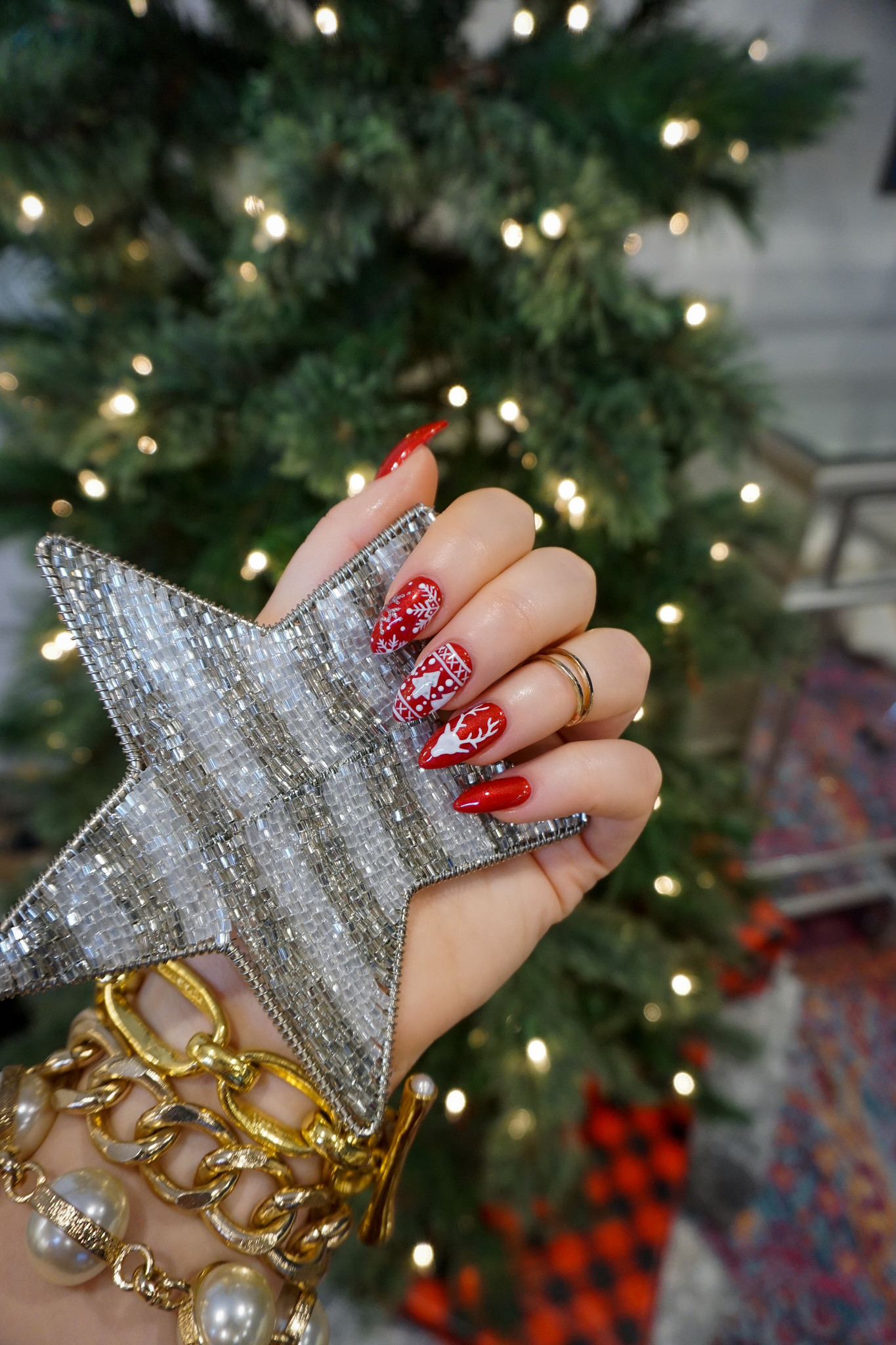 Red Christmas Sweater Nails | Holiday Manicures | Holiday Nails | Cutest Christmas Sweater Nails | Snowflake Nails | Reindeer Nail Art | Christmas Nail Ideas | December Nails | Christmas Lights | Almond Nails