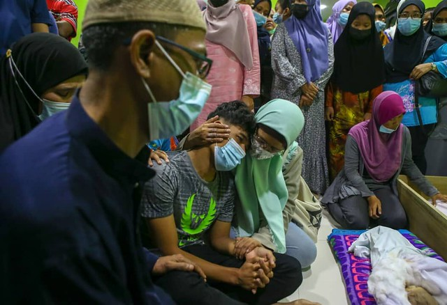 Anak &Amp; Ibu Mentua Shafiq Selamat Dikebumikan