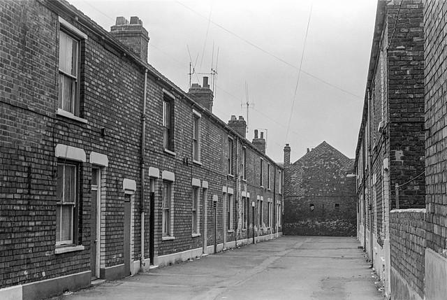 Terrace, Walton St area, Hull, 1979, 19n32
