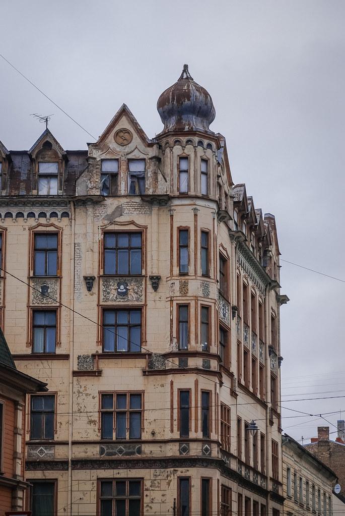 Beautiful architecture. 15:35:41 DSC_9411