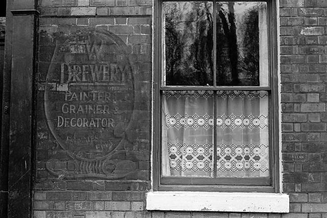 W Drewery, sign, Walton St, Hull, 1979, 19n22