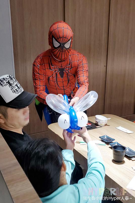 平祿壽司 | 在台中吃個迴轉壽司竟然有機器人快速送餐,還有會折氣球的小丑現場表演!新上市抹茶豆乳拉麵好吃又特別~ @強生與小吠的Hyper人蔘~