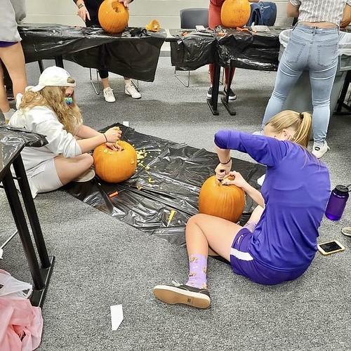 W_Soccer_Pumpkin_Carving_48236
