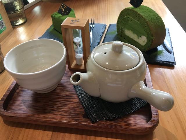 玄米茶,會先給個沙漏,提醒靜置一段時間,讓熱水浸出茶味再飲用@綠町抹茶專門店