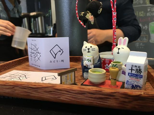 櫃台前可愛的貓兔擺飾@綠町抹茶專門店
