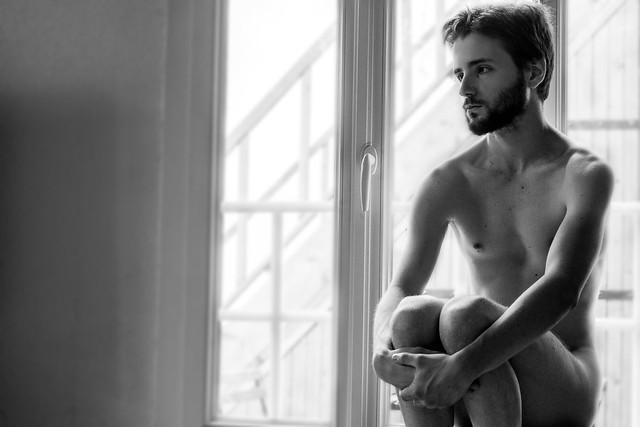 Johan à la fenêtre.
