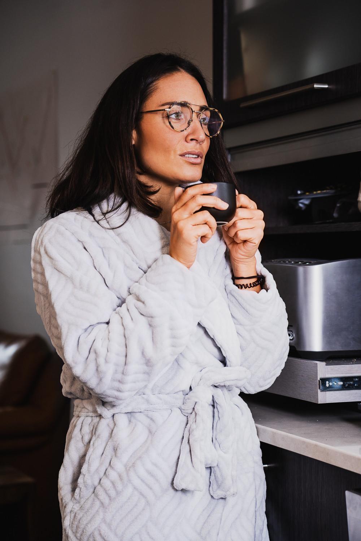 Camille Dg robe de chambre lunettes