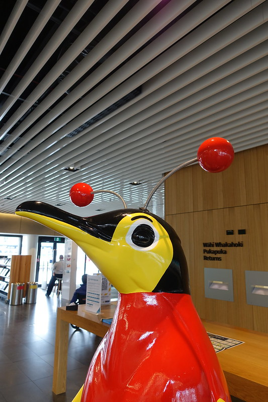 Buzzy Bee In the Library - Pop Up Penguins