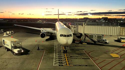 transport travel aviation airliner airline aircraft airplane jetliner airport spotting planespotting newyork jfk kjfk kennedy johnfkennedy n826mh boeing 767 764 767400 767432 er dal delta deltaairlines widget sunset dl001 dl1