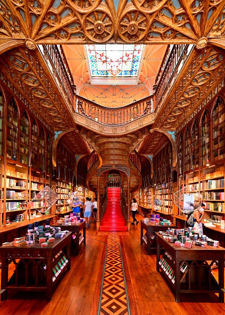 Interior de la librería de Oporto Lello