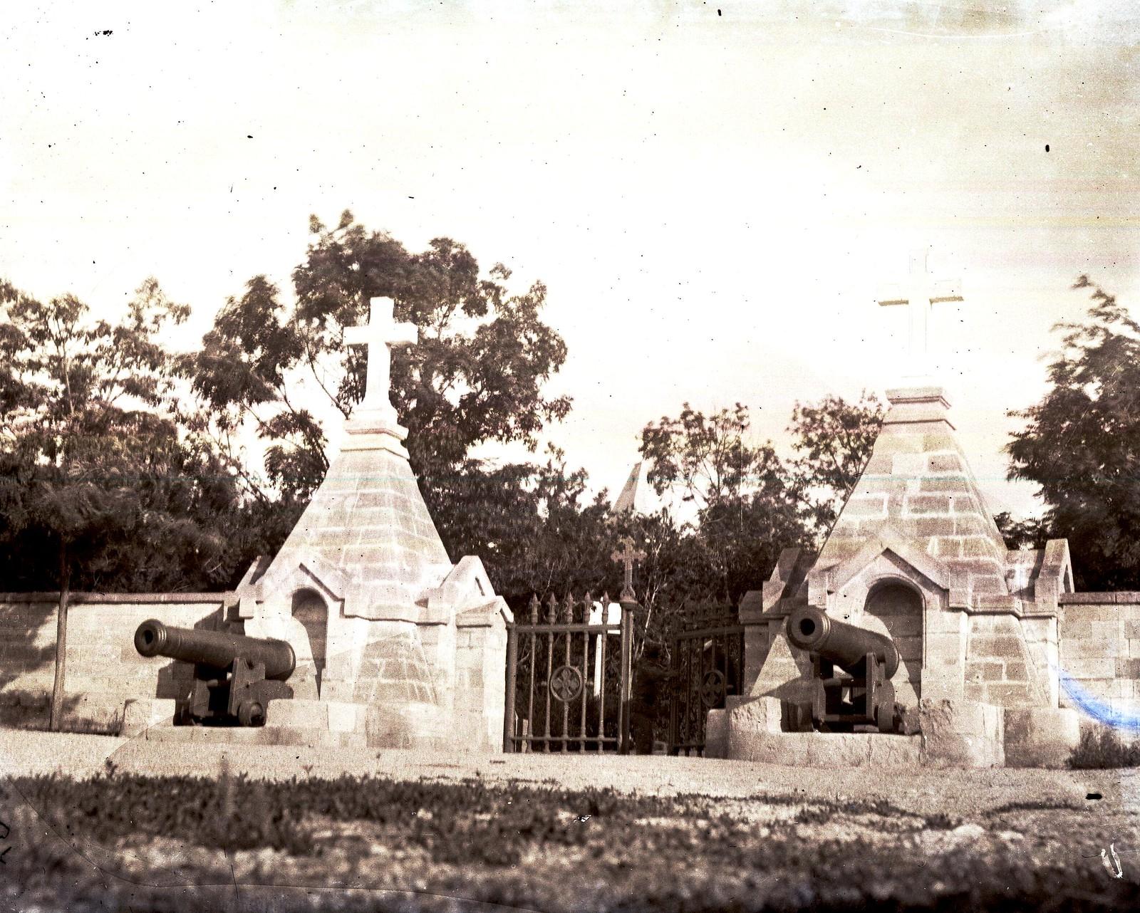 Севастополь. Вход на Братское кладбище и Свято-Никольский храм.