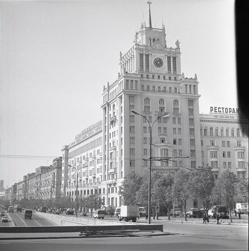 1970-е. Гостиница Пекин. Большая Садовая улица