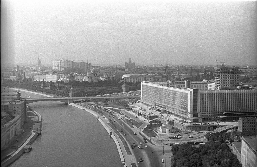 1960-е. Строительство гостиницы Россия.