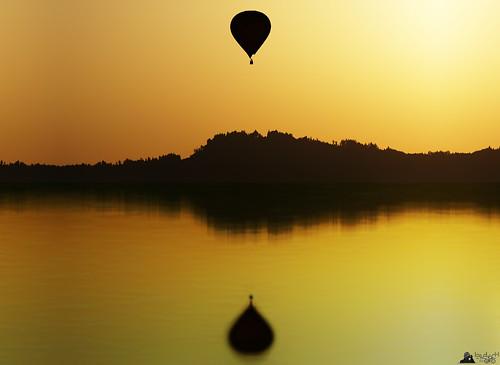 revel silence sunrise sunset silhouette landscape reflection hotairballoon heisluftballon a6000 ilce6000 sel55210 lewelsch lewelschphoto swissphotographers