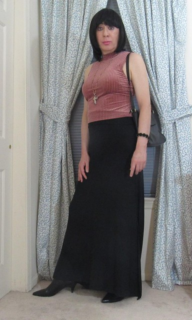 Another casual outfit to brave the chilly weather without wearing the dreaded pants