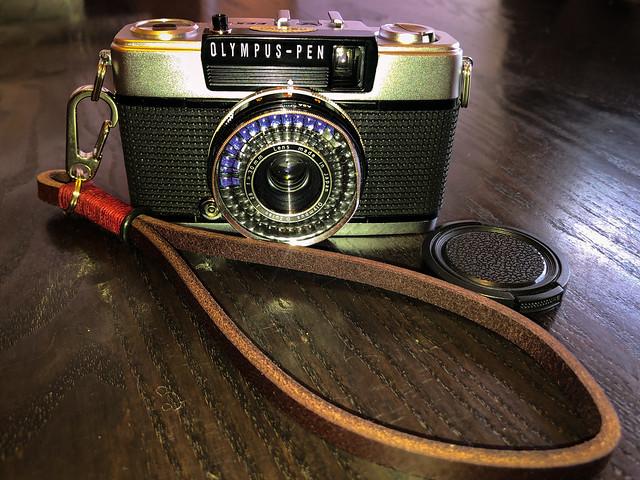 Olympus PEN EES-2 half-frame 35 mm camera