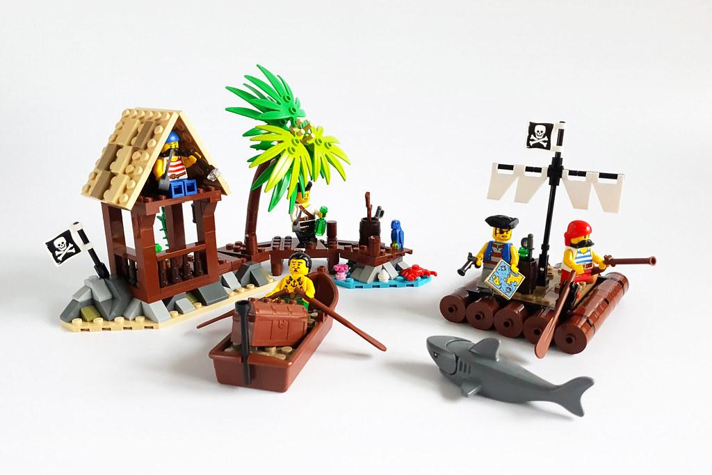 Pirates MOC by Edge of Bricks_3
