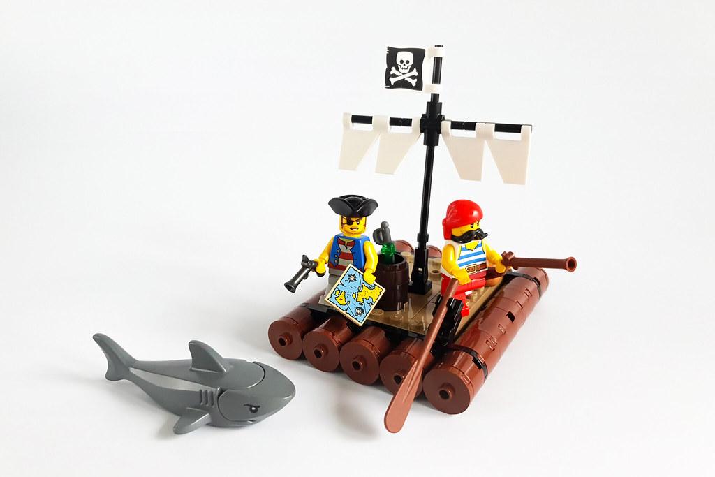 Pirates MOC by Edge of Bricks_2
