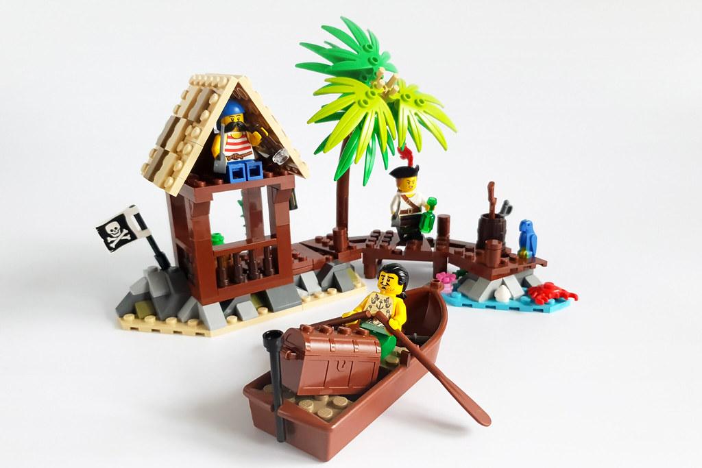 Pirates MOC by Edge of Bricks_1