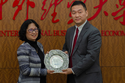 Chen Jie, Vice President of SUIBE, is presented with a commemorative plate by Michael Ge, UCLan Director of China Operations, congratulating SUIBE on its 60th Anniversary
