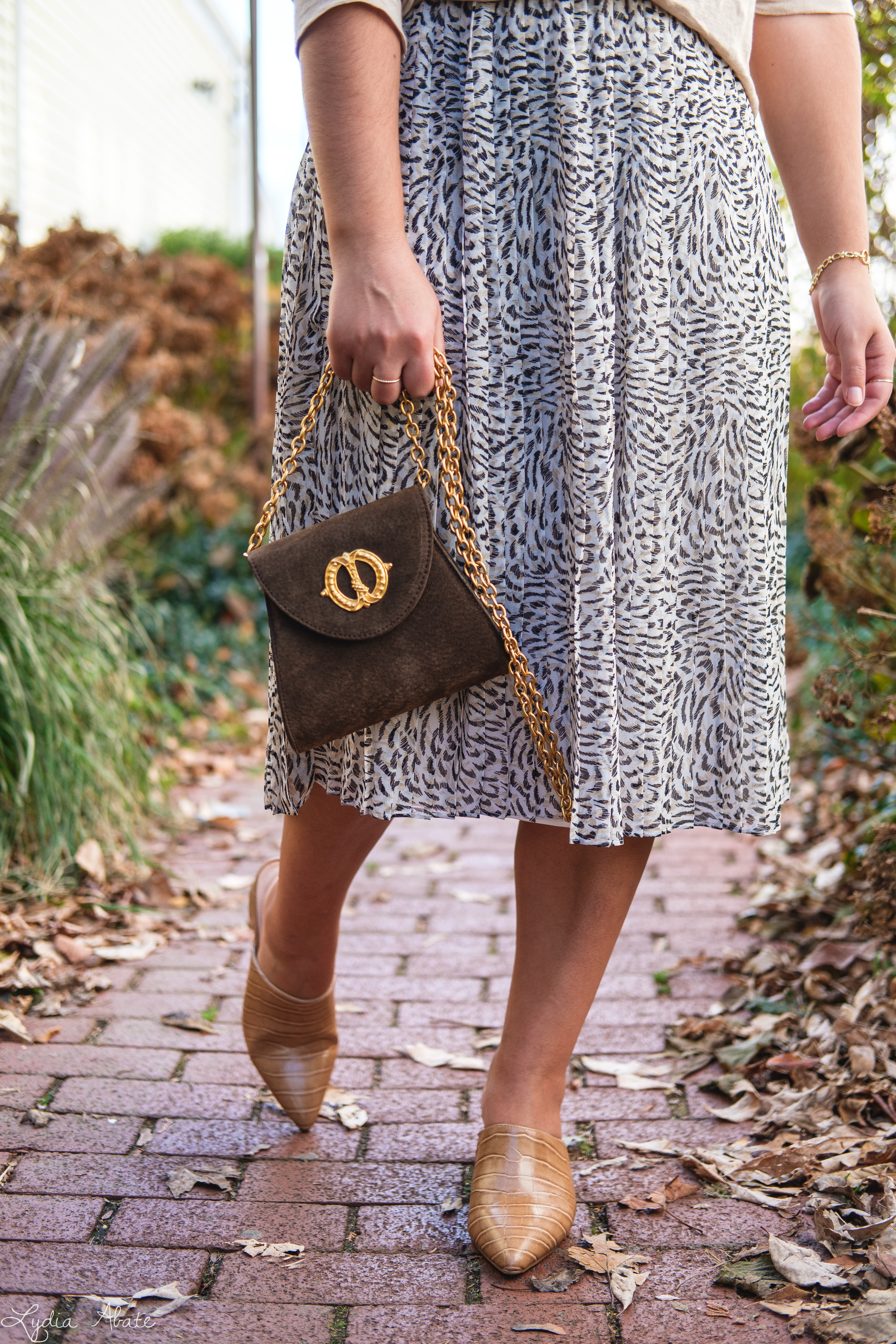 leopard pleated skirt, linen top, croc mules, vintage crossbody bag-9.jpg