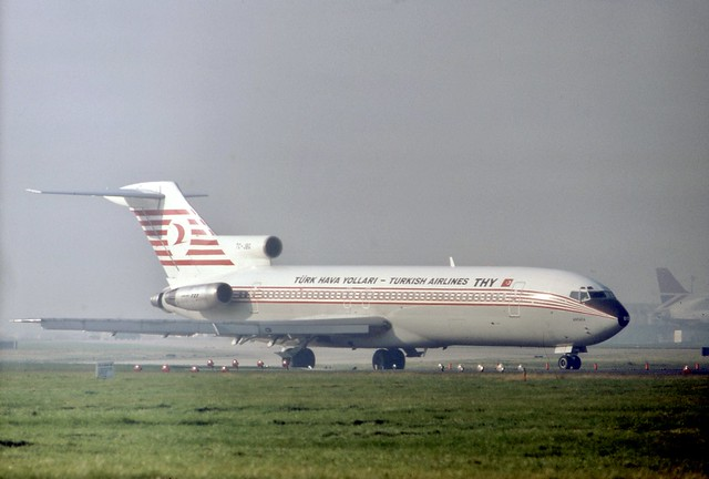 TC-JBG THY (Türk Hava Yolları) Boeing 727-2F2 approaches runway 28R at London Heathrow