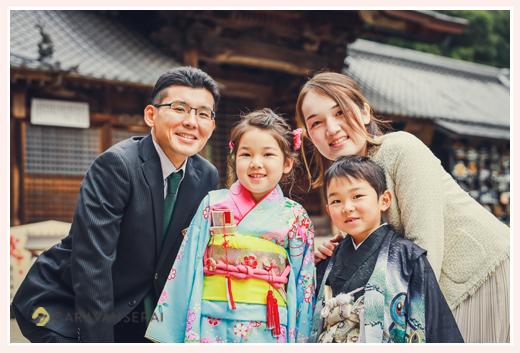 兄弟そろって七五三 笑顔の家族写真