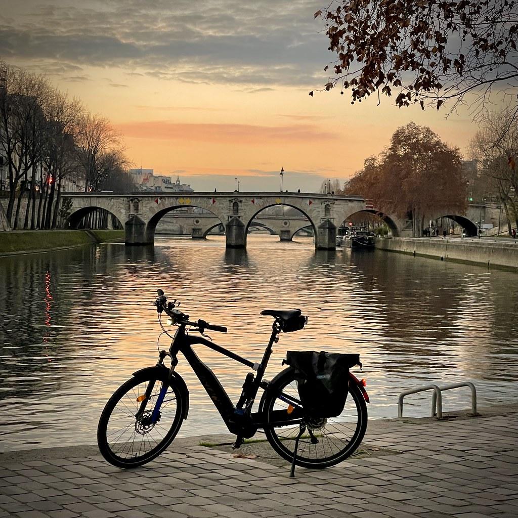 Vélo en bord de Seine