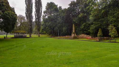 Shelter and War Memorial, Holmes Park, Luddendenfoot