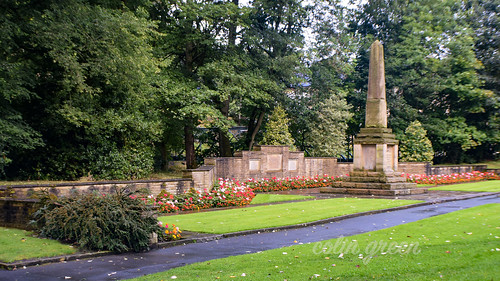 Luddendenfoot War Memorial and Wall, Holmes Park