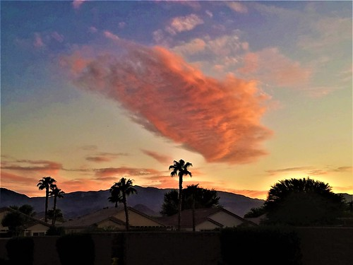 clouds sky desert california color pink fluffy high atmosphere refraction photography palmdesert puffy pretty landscape coachella evenity sunset weather