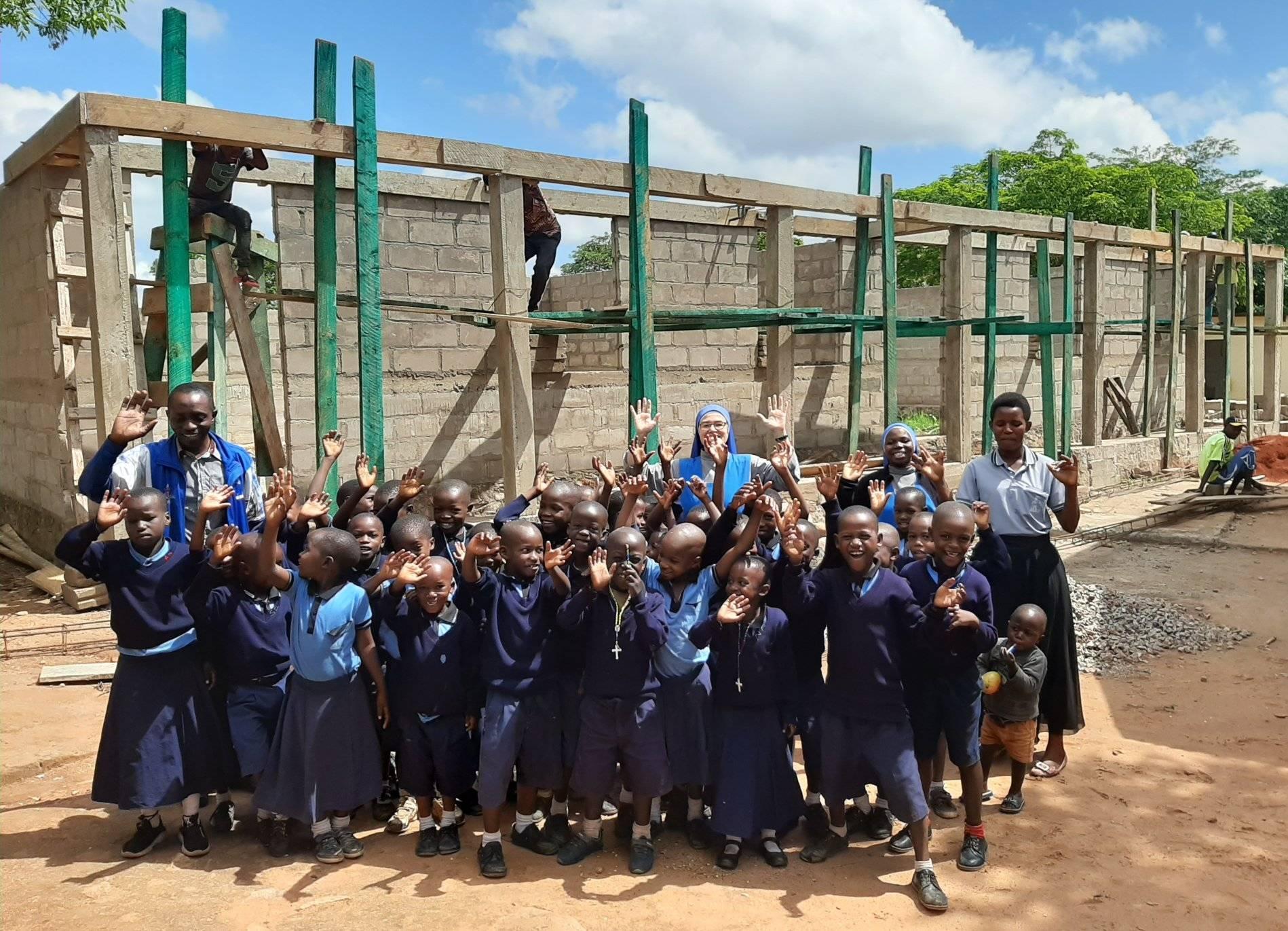 TANZANIA: Se ha podido comenzar a construir las nuevas aulas de la escuela