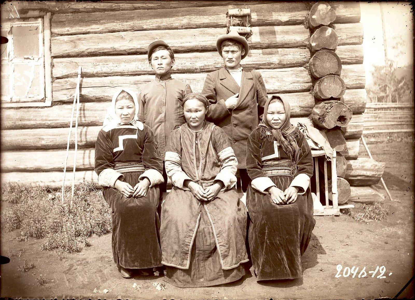 Группа молодежи