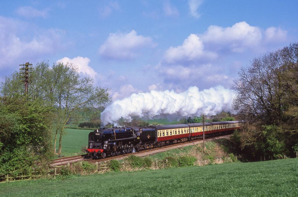 92212 At Kinchley Lane. 18/04/1999.