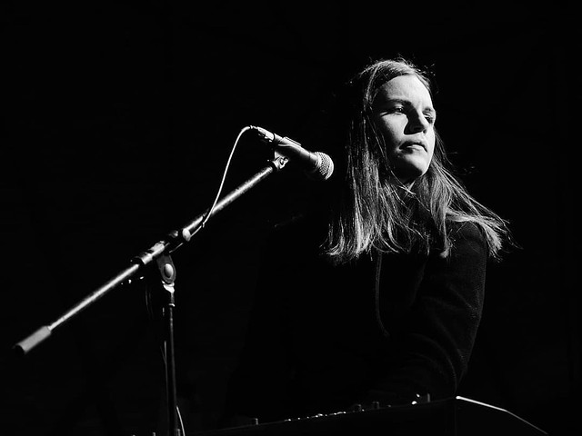@sara.zozaya durante la pasada edición del @amfest_bcn Para @flashesandsounds #concertphotography #concertphotographer #livemusic #live #em1mkiii #byn #bw #bnw #gig #concert #rock #olympus #show #music #musica #barcelona #esolympus @esolympus