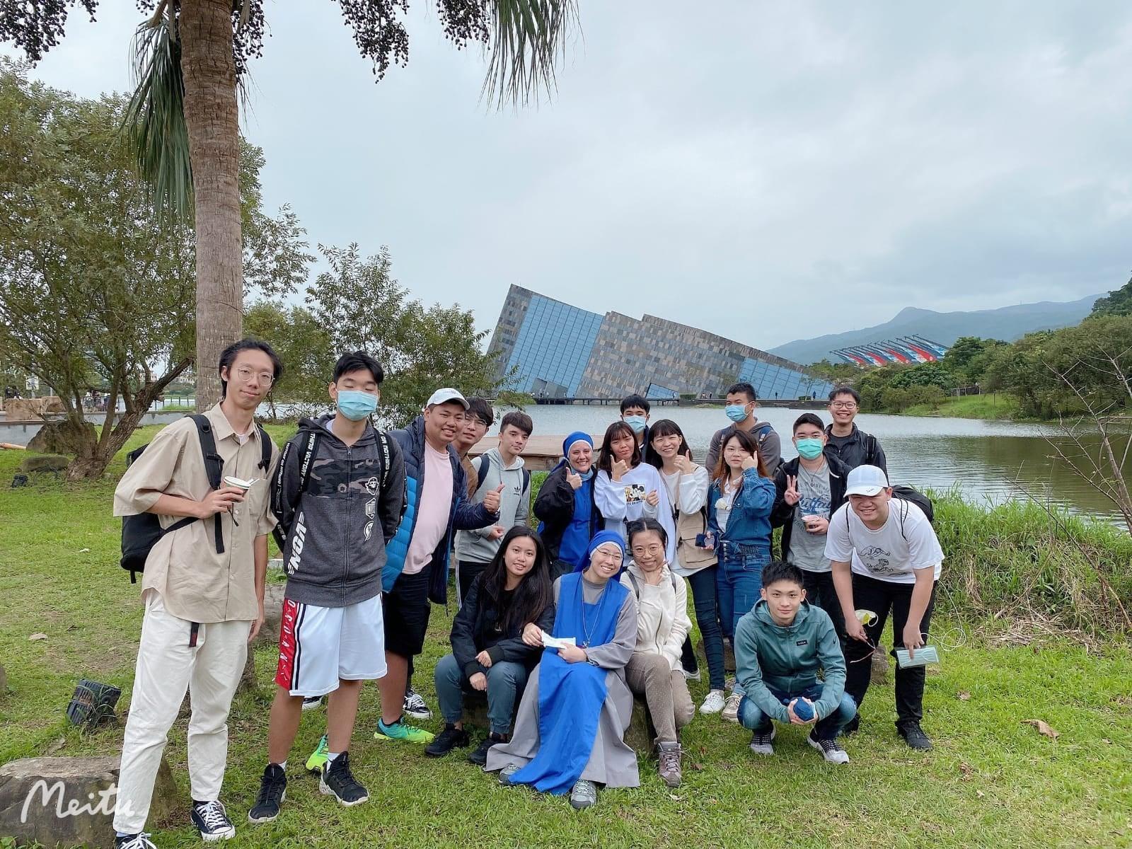 TAIWÁN: Peregrinación con algunos jóvenes universitario a la montaña de Nuestra Señora de Yilan